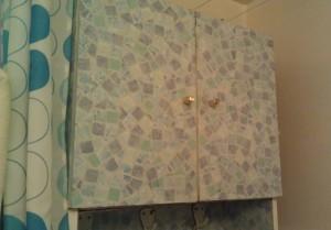Самоклеющаяся пленка для шкафчика в ванной