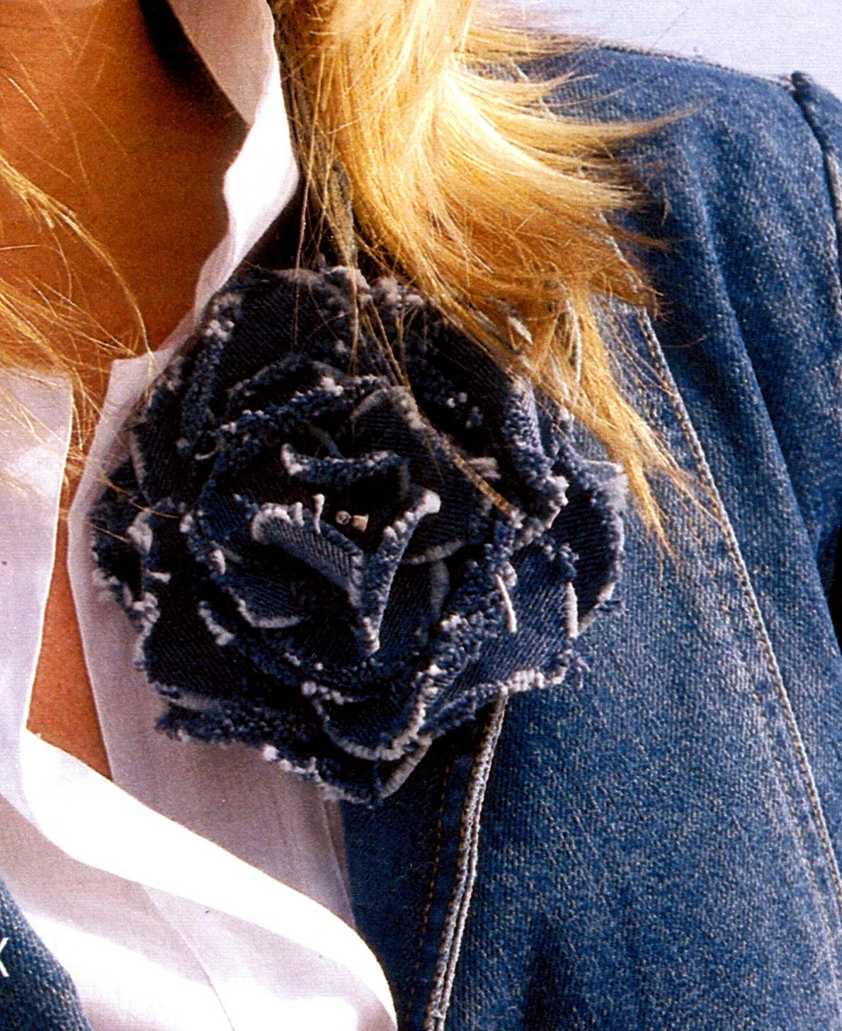 Декоративнй цветок из джинсы