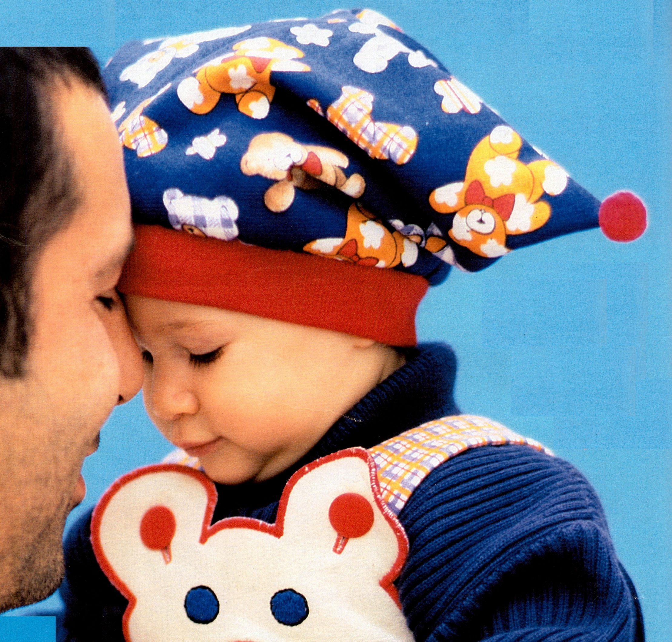 Детская шапка с помопнами