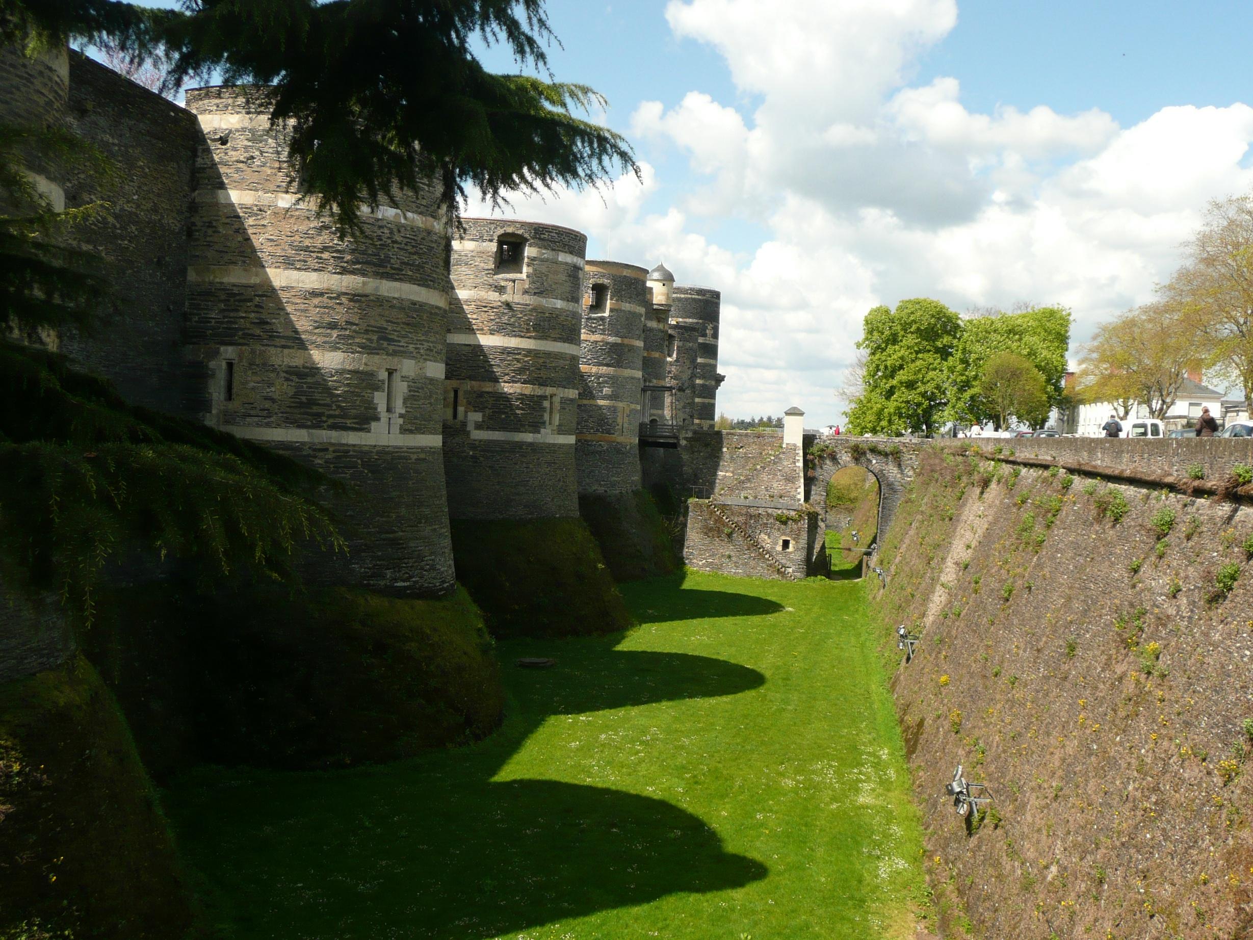 Анжер. Средневековый замок.