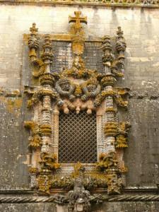 Замок тамплиеров. Окно в стиле мануэлино.