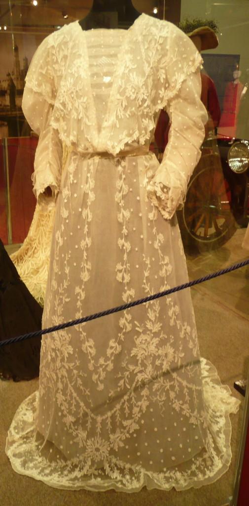 Дамское платье